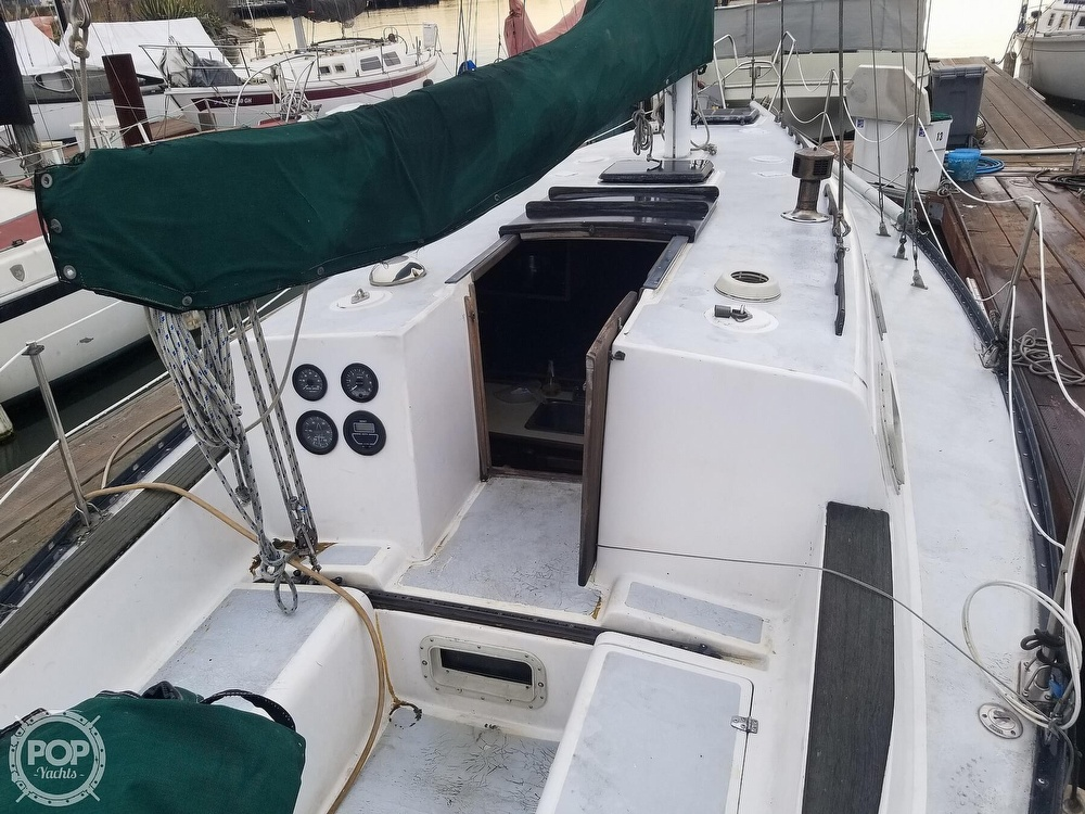 1979 Hunter boat for sale, model of the boat is 33 & Image # 14 of 40