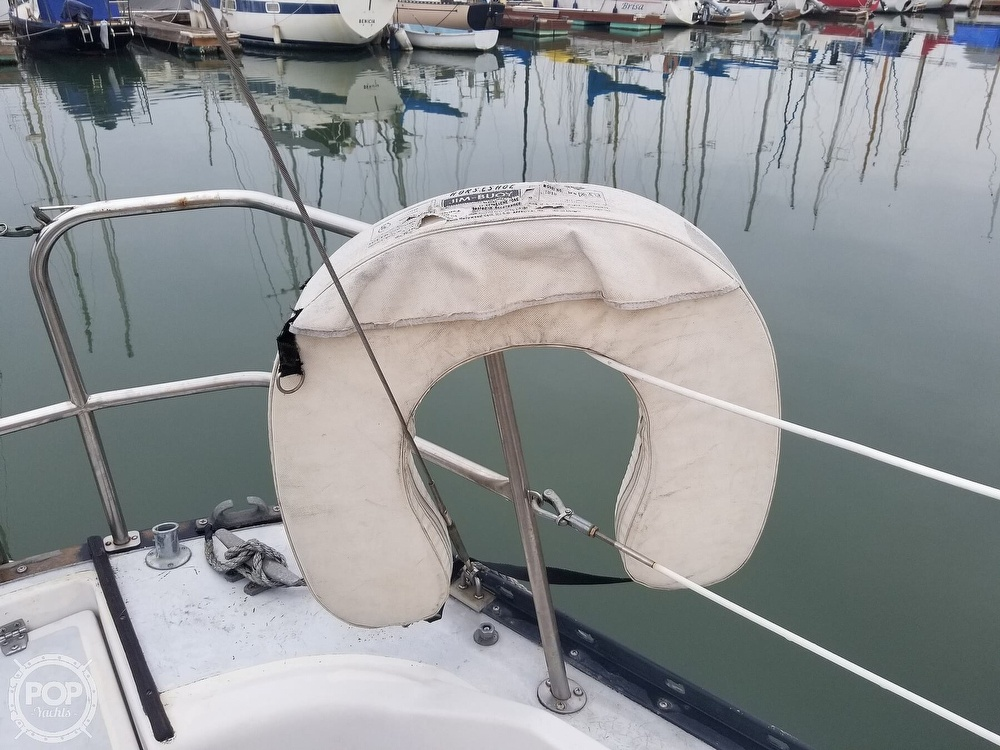 1979 Hunter boat for sale, model of the boat is 33 & Image # 30 of 40