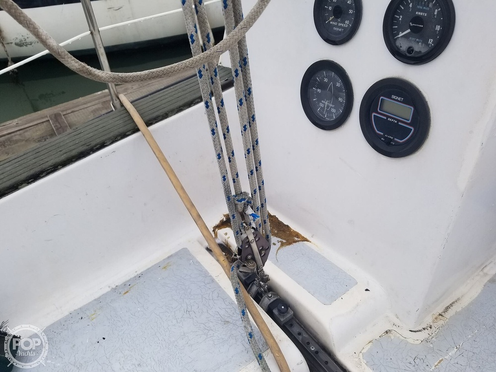 1979 Hunter boat for sale, model of the boat is 33 & Image # 36 of 40