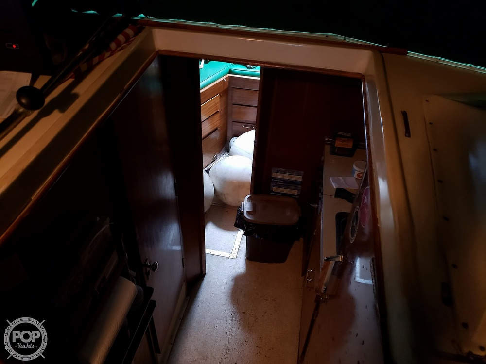 1967 Hatteras boat for sale, model of the boat is 34 Convertible & Image # 25 of 40
