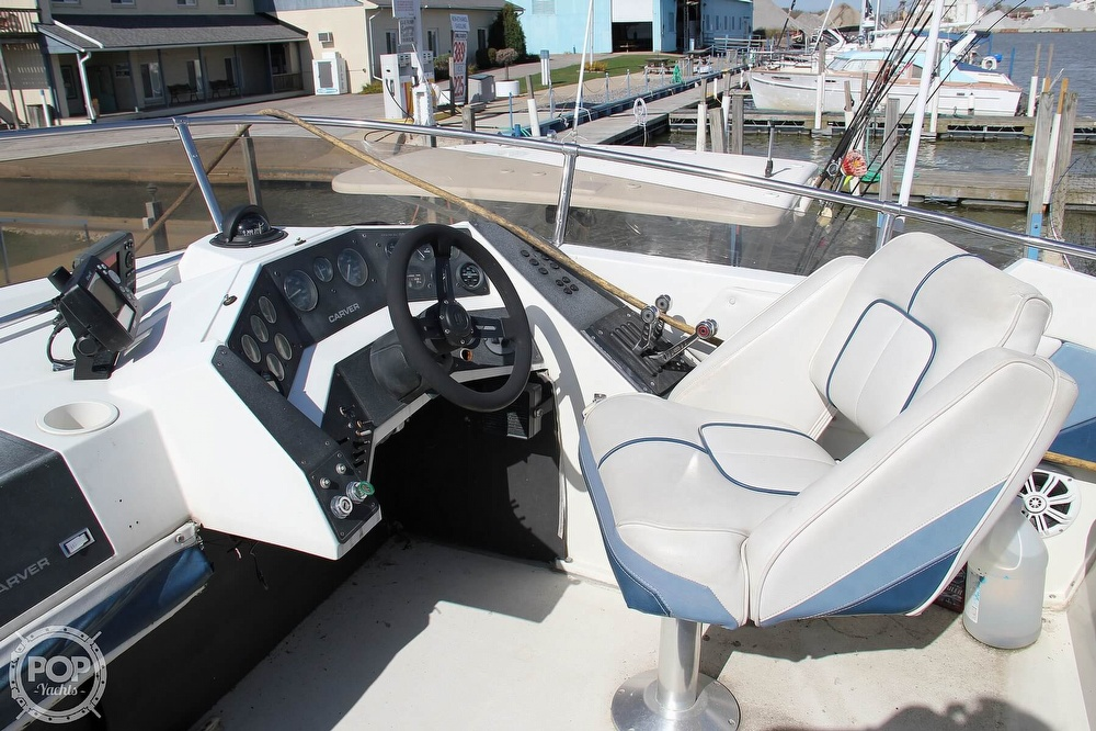 1989 Carver boat for sale, model of the boat is 3067 Santego & Image # 5 of 40
