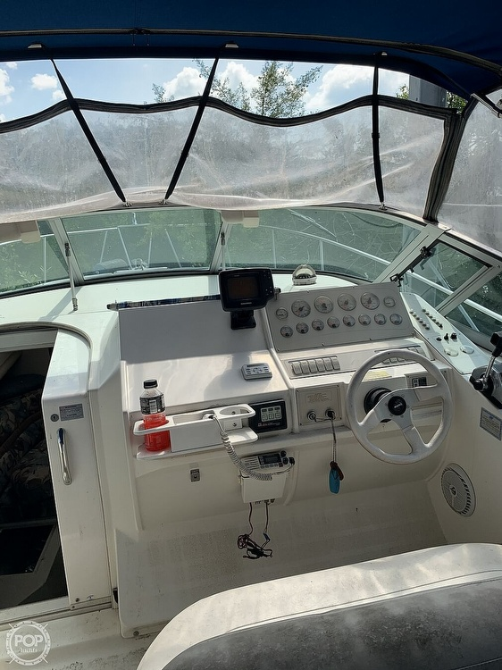 1995 Cruisers Yachts boat for sale, model of the boat is Rogue 3070 & Image # 27 of 41