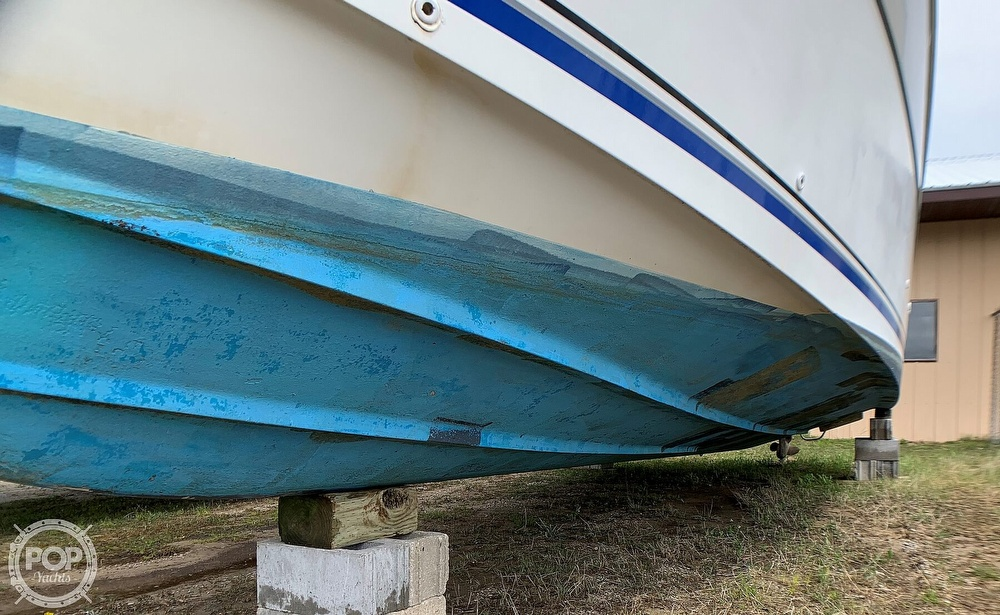 1991 Four Winns boat for sale, model of the boat is Vista 315 & Image # 12 of 40