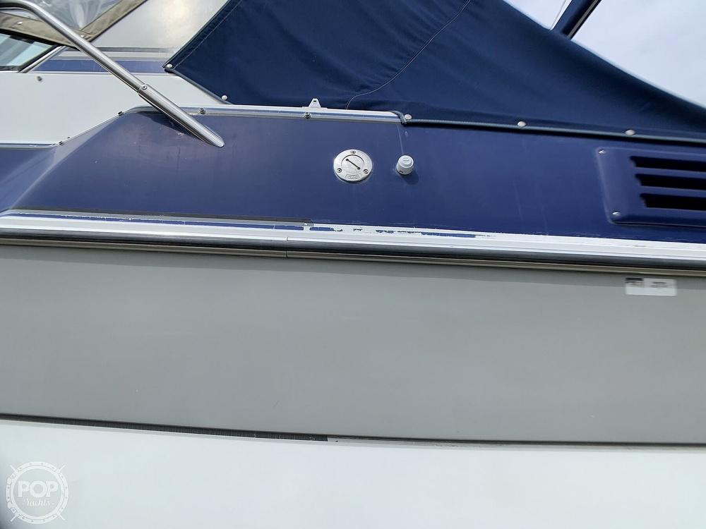 1991 Four Winns boat for sale, model of the boat is Vista 315 & Image # 25 of 40