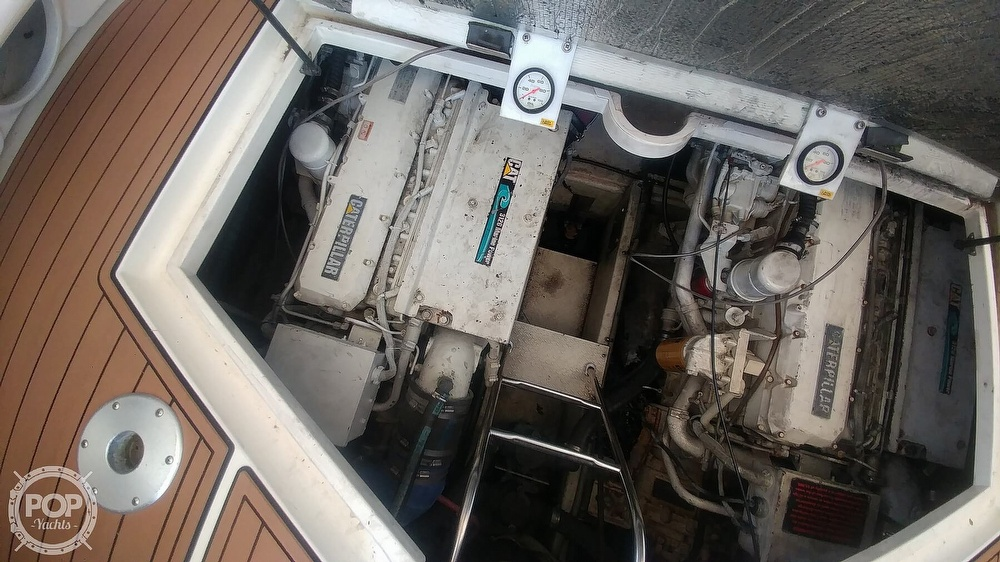 2000 Cruisers Yachts boat for sale, model of the boat is 4270 Express & Image # 12 of 40