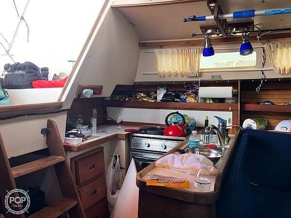1987 Catalina Yachts boat for sale, model of the boat is 30 MK II & Image # 13 of 40