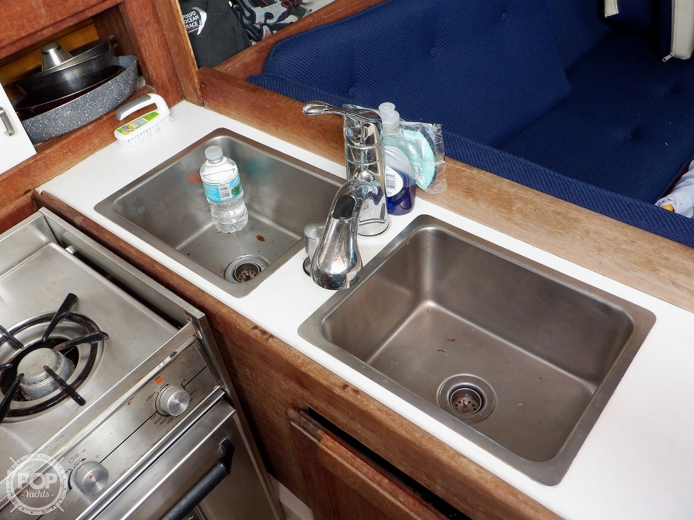 1987 Catalina Yachts boat for sale, model of the boat is 30 MK II & Image # 35 of 40