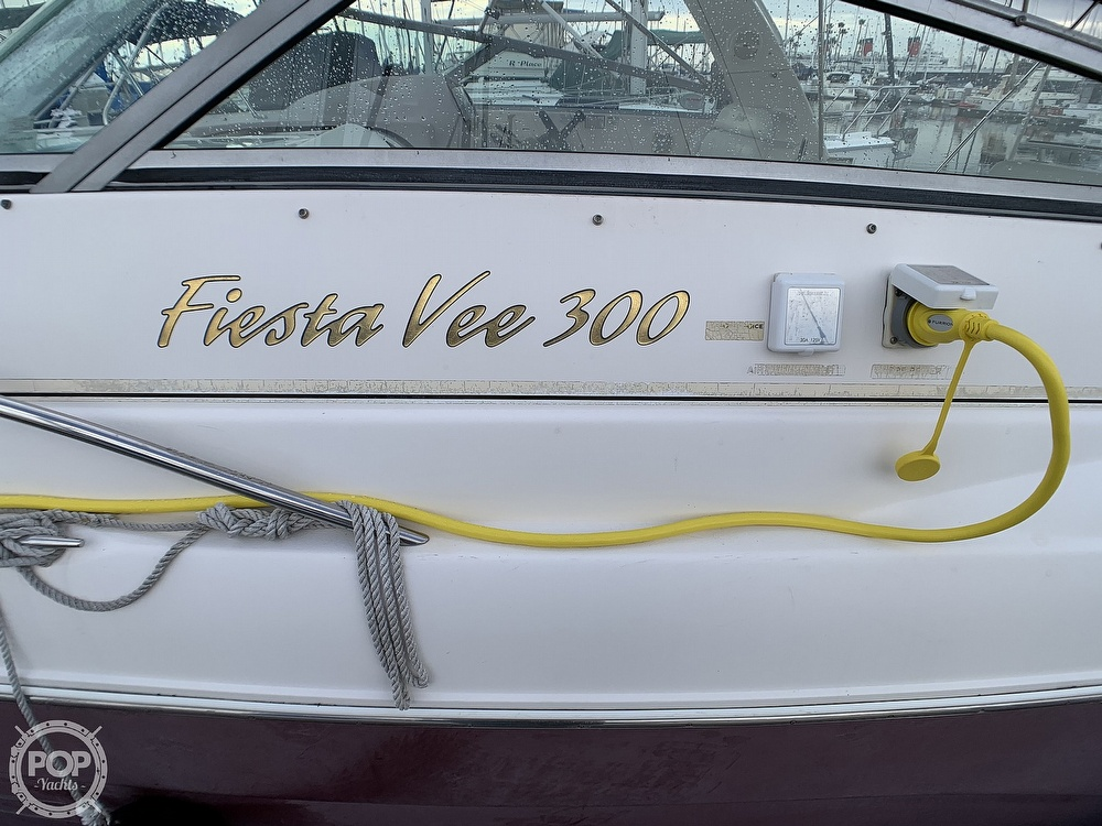 2005 Rinker boat for sale, model of the boat is Fiesta Vee 300 & Image # 30 of 40