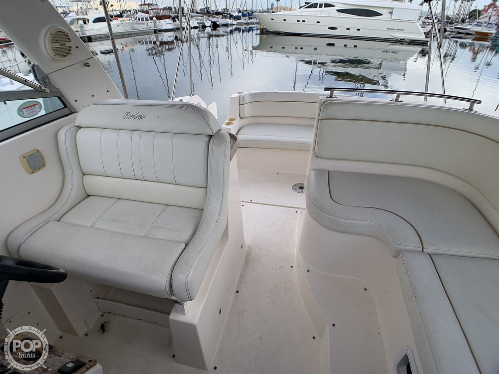 2005 Rinker boat for sale, model of the boat is Fiesta Vee 300 & Image # 3 of 40