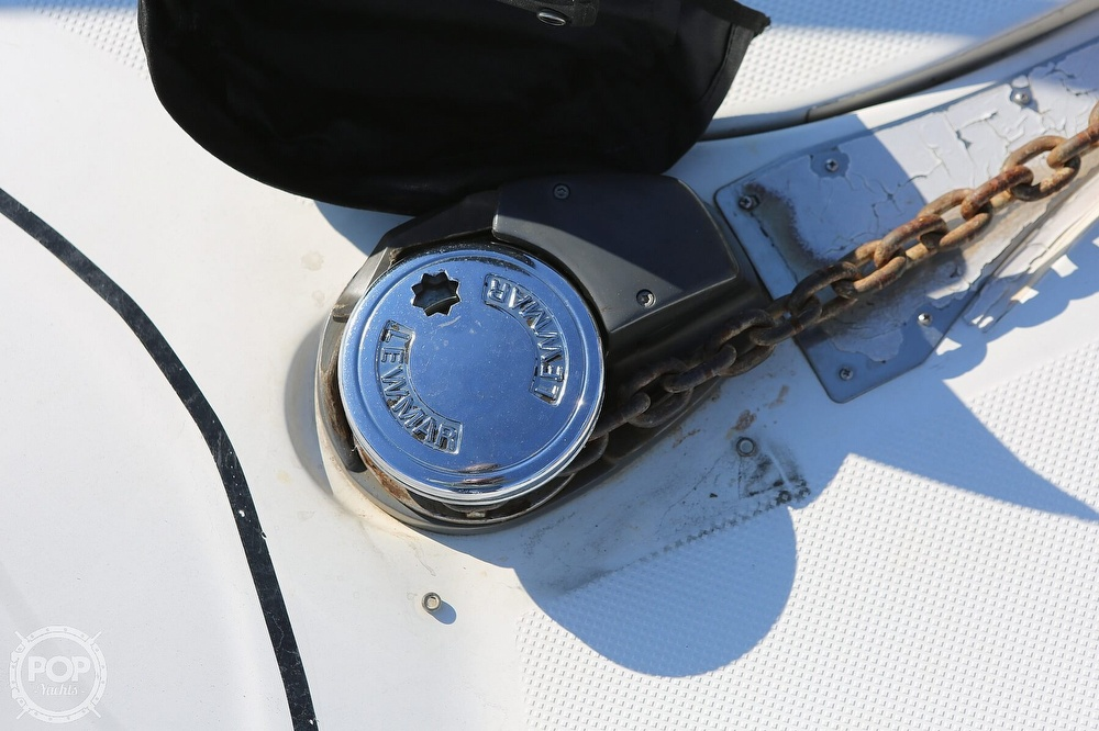 2000 Maxum boat for sale, model of the boat is 3300 SCR & Image # 32 of 40