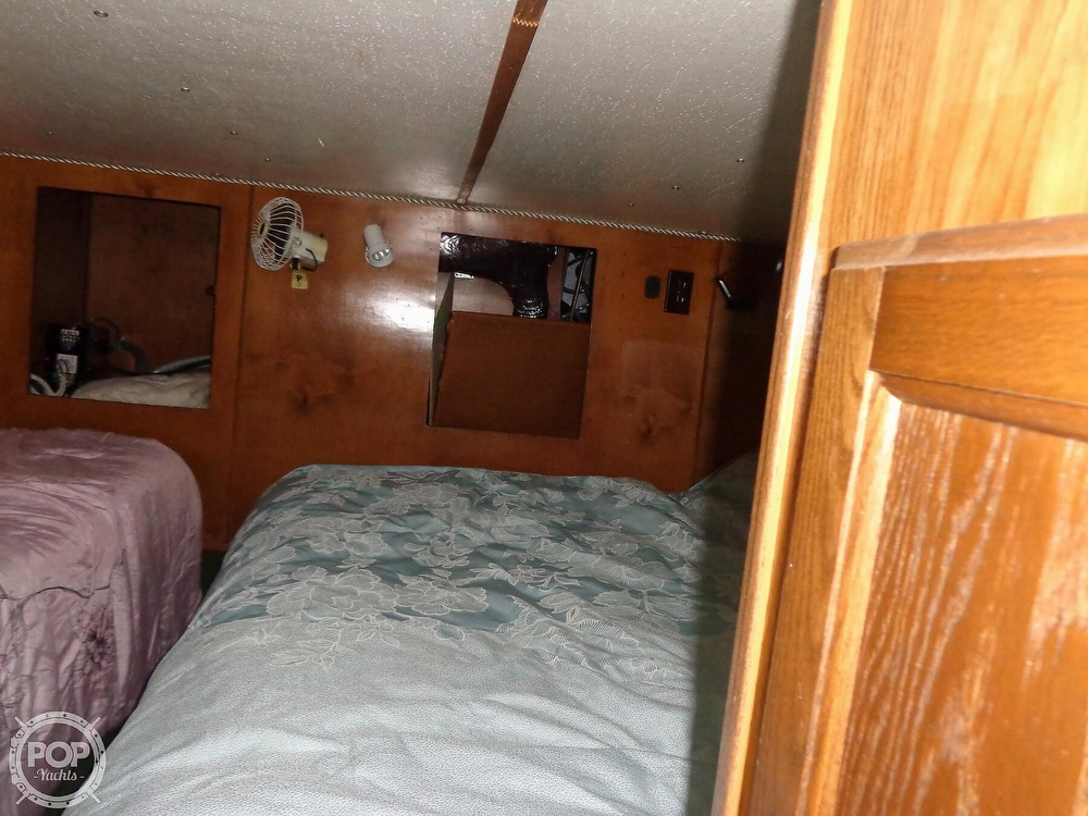 1989 Holiday Mansion boat for sale, model of the boat is Baracuda 38 & Image # 30 of 40