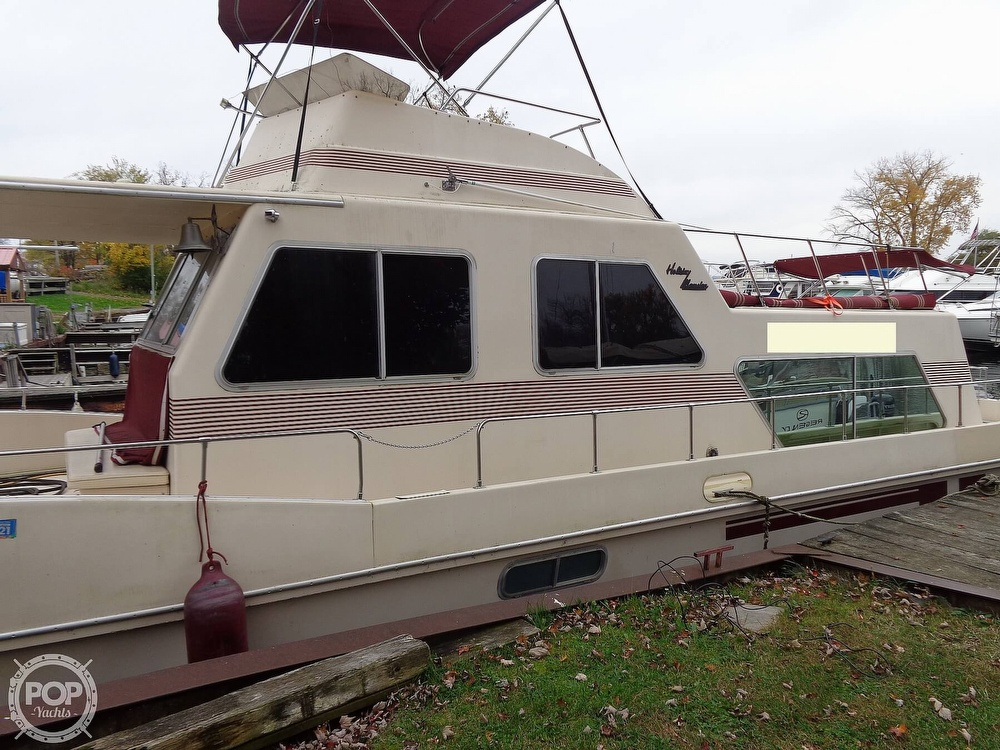1989 Holiday Mansion boat for sale, model of the boat is Baracuda 38 & Image # 5 of 40
