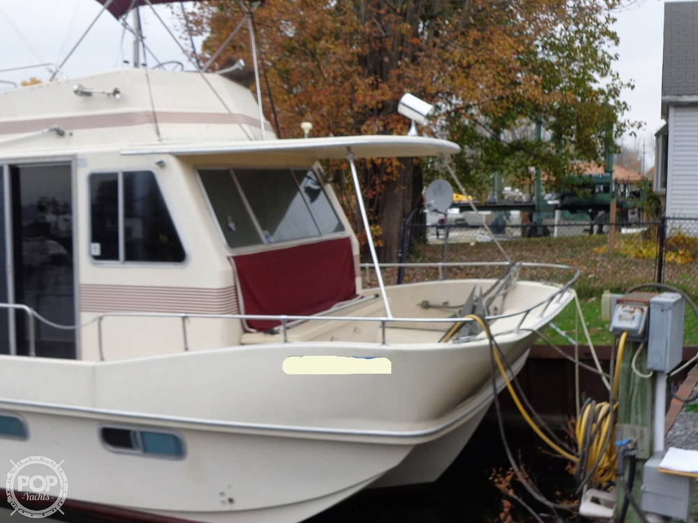1989 Holiday Mansion boat for sale, model of the boat is Baracuda 38 & Image # 4 of 40