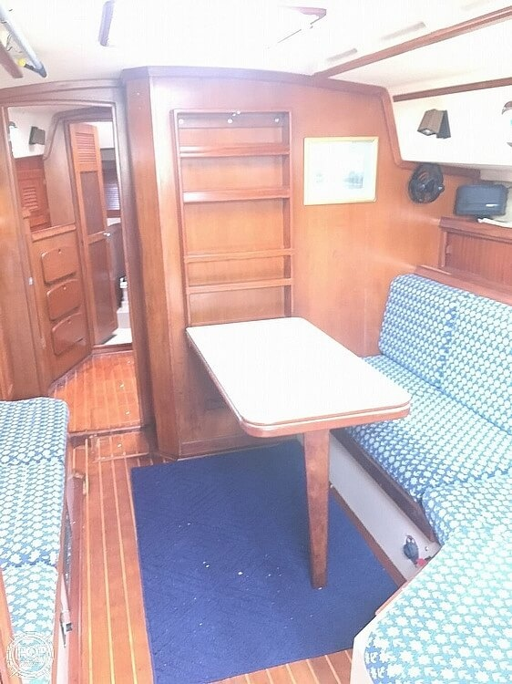 1990 Island Packet boat for sale, model of the boat is 38 & Image # 18 of 20