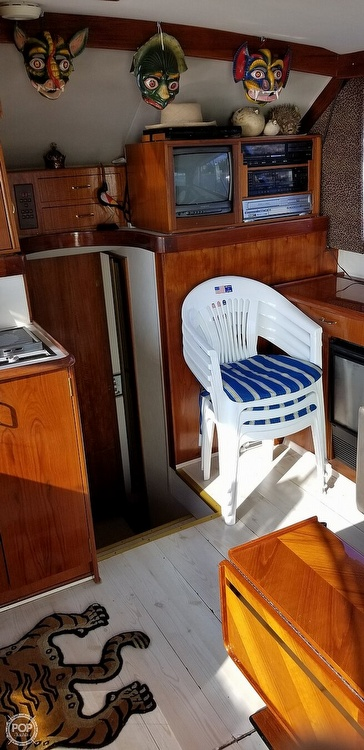 1988 Ocean Yachts boat for sale, model of the boat is 38 Super Sport & Image # 9 of 40