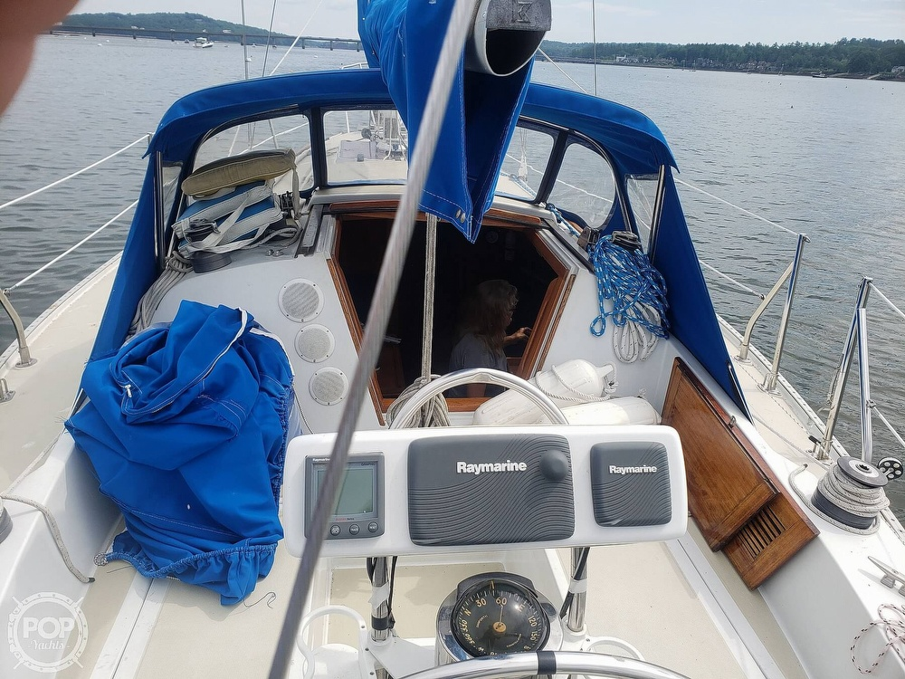 1983 Ericson Yachts boat for sale, model of the boat is 30 & Image # 3 of 40