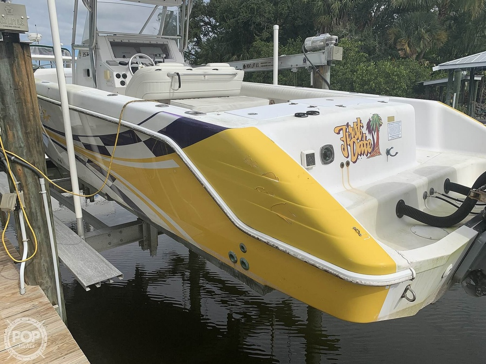 2000 Donzi boat for sale, model of the boat is 35 ZF & Image # 5 of 41