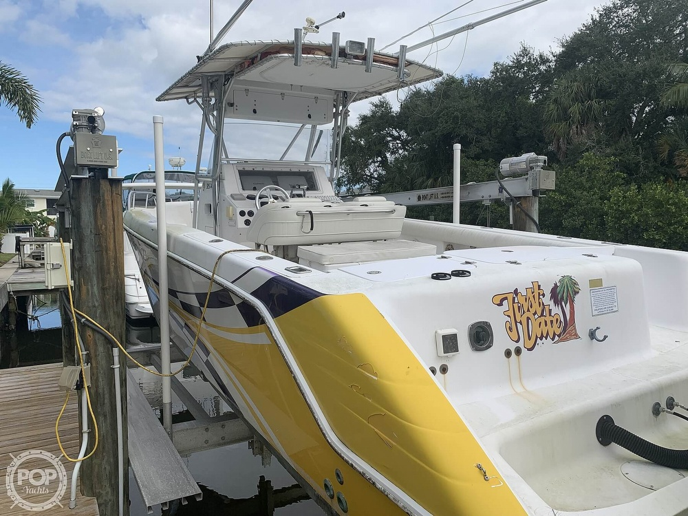 2000 Donzi boat for sale, model of the boat is 35 ZF & Image # 18 of 41