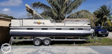 Sun Tracker Party Barge 240, 240, for sale - $15,000