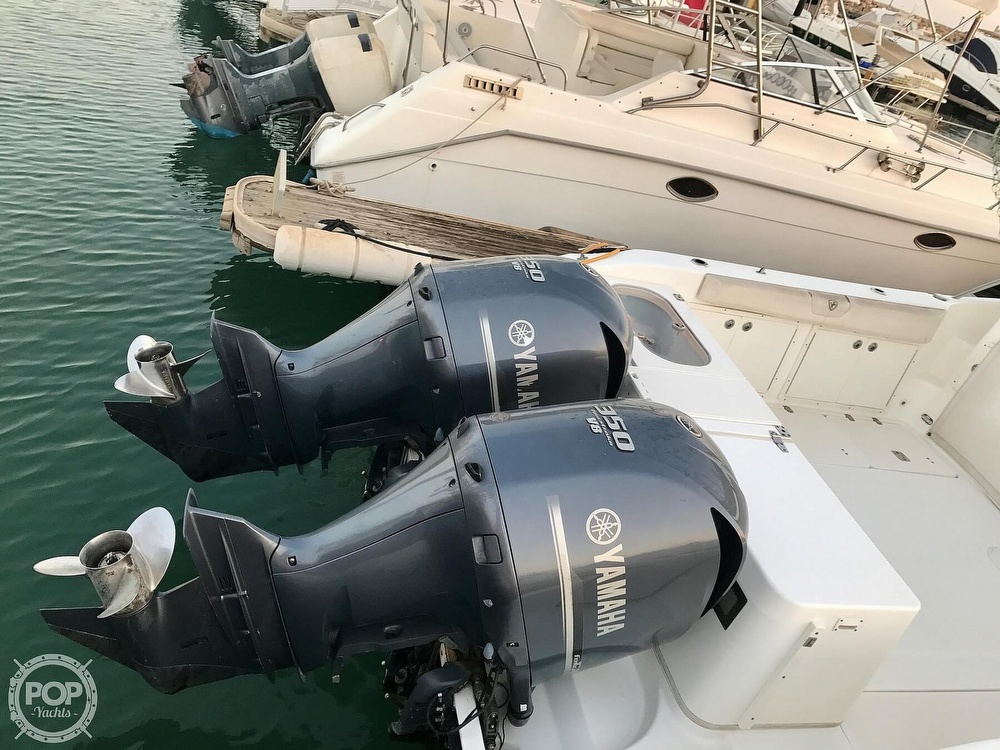 2008 Century boat for sale, model of the boat is 3200 OFFSHORE Walkaround & Image # 14 of 29