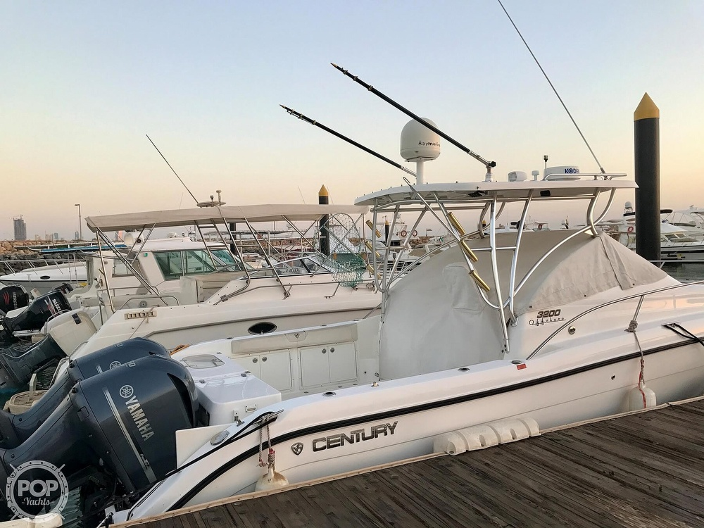 2008 Century boat for sale, model of the boat is 3200 OFFSHORE Walkaround & Image # 11 of 29