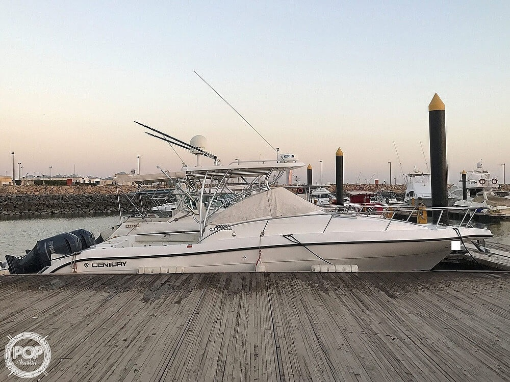 2008 Century boat for sale, model of the boat is 3200 OFFSHORE Walkaround & Image # 3 of 29