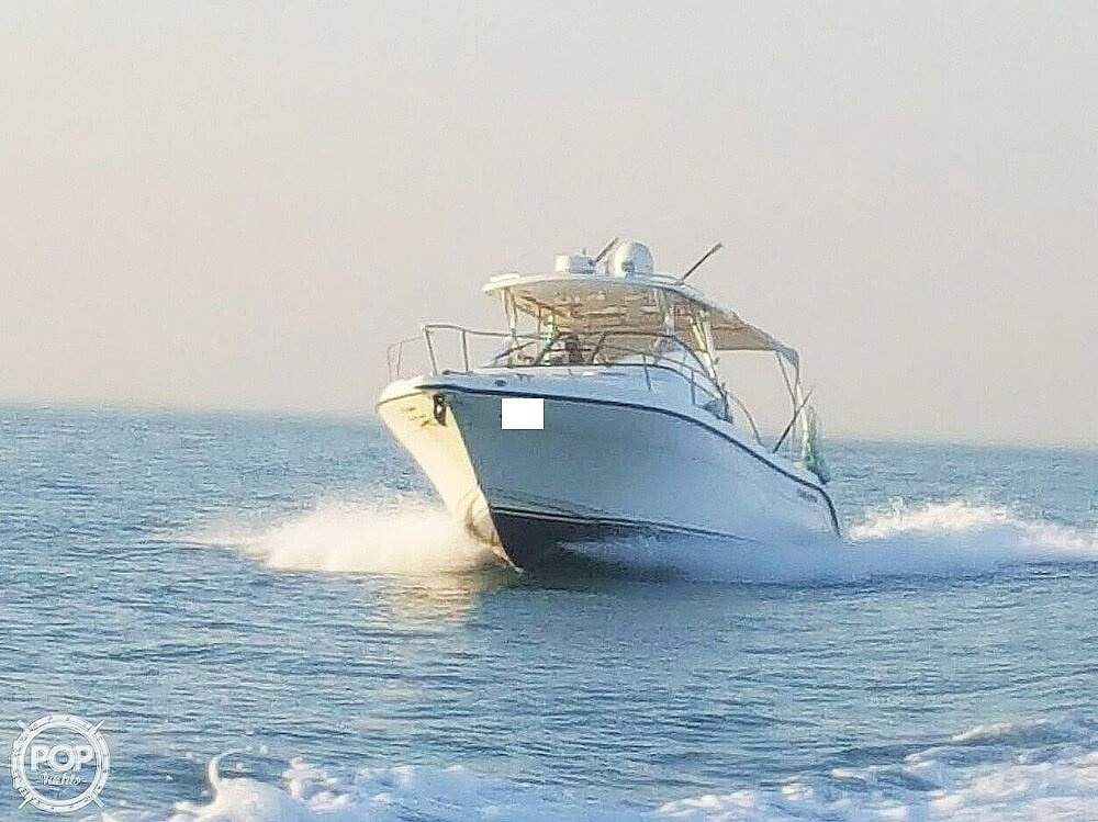 2008 Century boat for sale, model of the boat is 3200 OFFSHORE Walkaround & Image # 6 of 29
