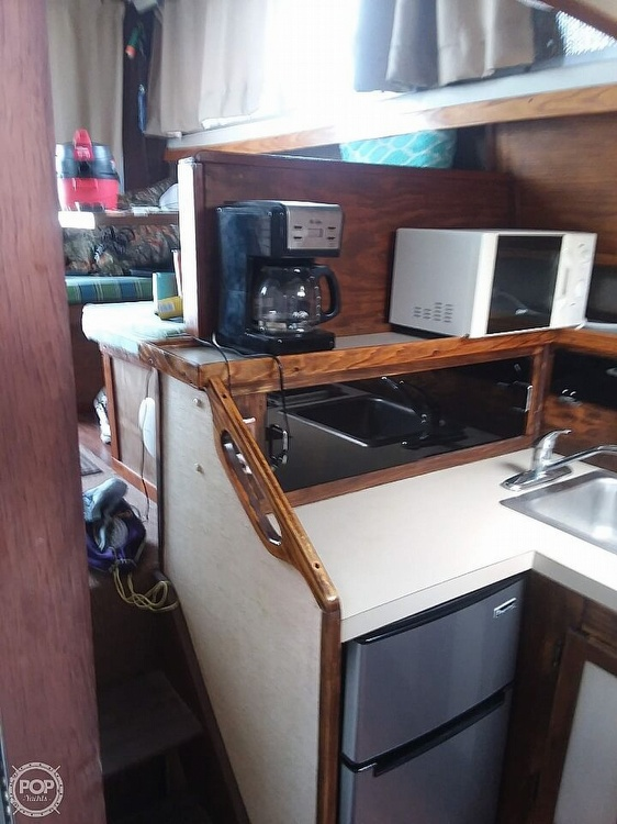 1985 Silverton boat for sale, model of the boat is 31 CONVERTIBLE & Image # 3 of 6