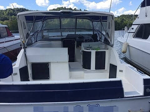 1989 Bayliner boat for sale, model of the boat is Avanti 3255 & Image # 14 of 19