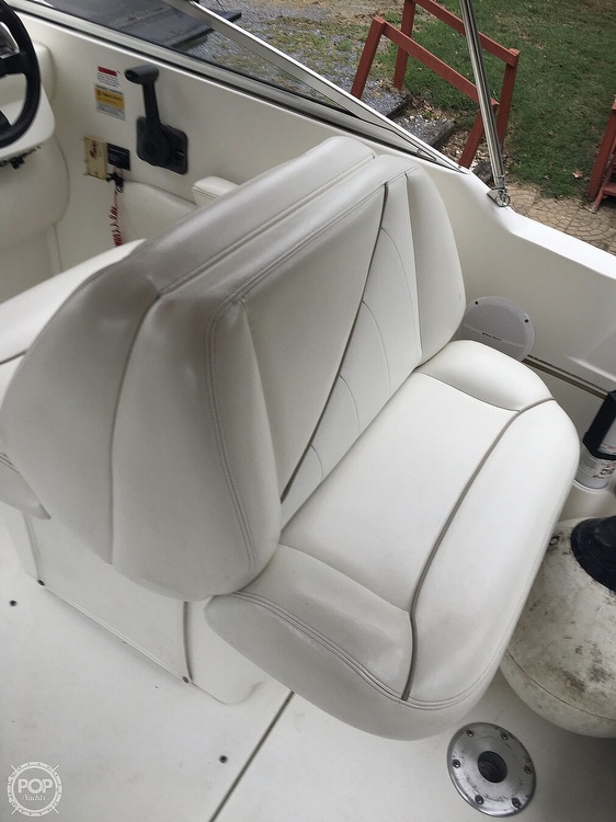 2001 Larson boat for sale, model of the boat is Cabrio 254 & Image # 3 of 17