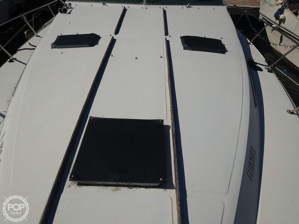 1985 Sea Ray boat for sale, model of the boat is 390 Express Cruiser & Image # 28 of 40