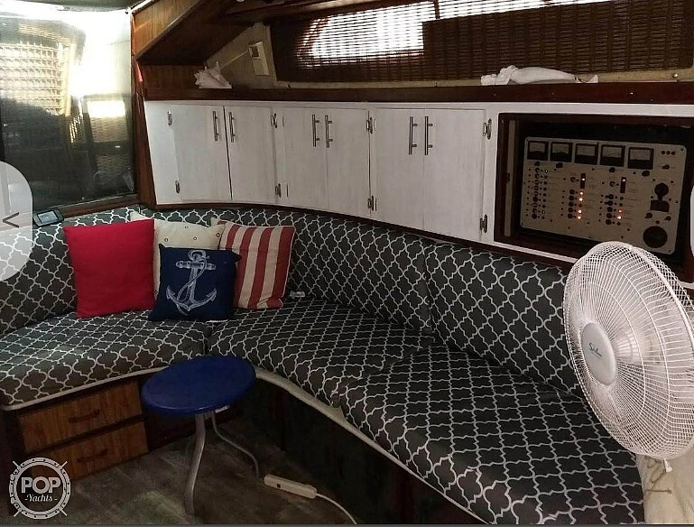 1985 Sea Ray boat for sale, model of the boat is 390 Express Cruiser & Image # 3 of 40