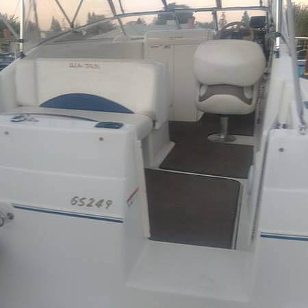 2005 Glastron boat for sale, model of the boat is 249 GS Cruiser & Image # 7 of 9