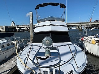 1989 Carver boat for sale, model of the boat is 32 & Image # 3 of 40