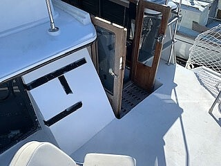 1989 Carver boat for sale, model of the boat is 32 & Image # 30 of 40