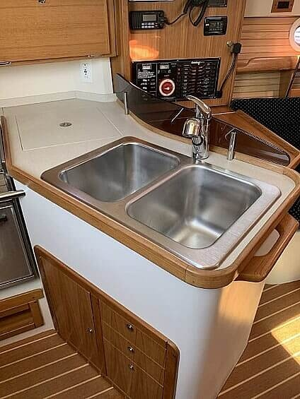 2007 Catalina Yachts boat for sale, model of the boat is 320 Mk II & Image # 20 of 40