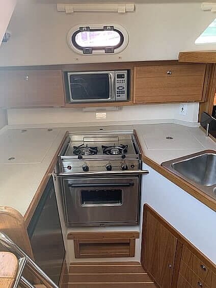 2007 Catalina Yachts boat for sale, model of the boat is 320 Mk II & Image # 18 of 40