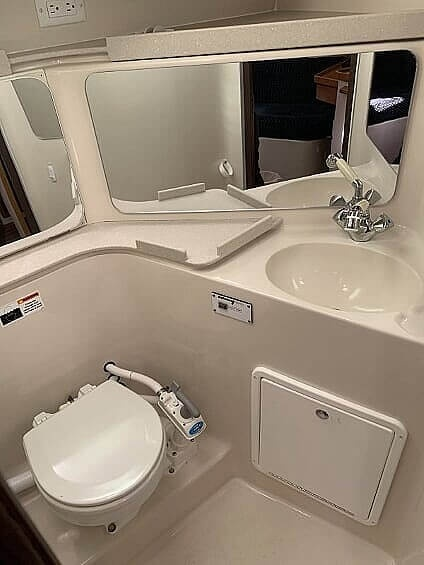 2007 Catalina Yachts boat for sale, model of the boat is 320 Mk II & Image # 29 of 40