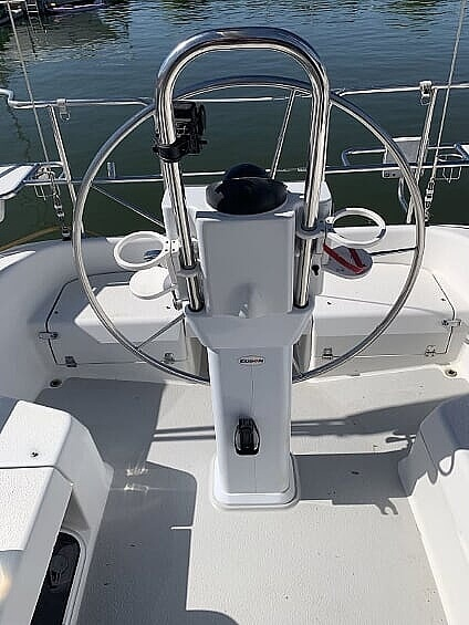 2007 Catalina Yachts boat for sale, model of the boat is 320 Mk II & Image # 7 of 40