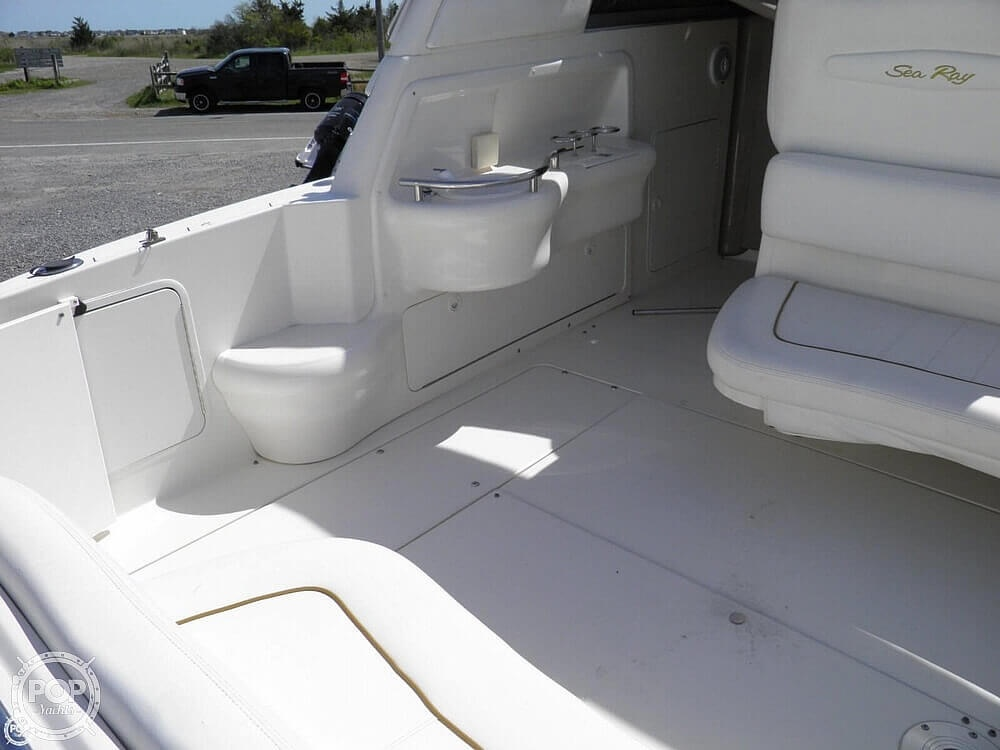 1999 Sea Ray boat for sale, model of the boat is 310 Sundancer & Image # 34 of 40