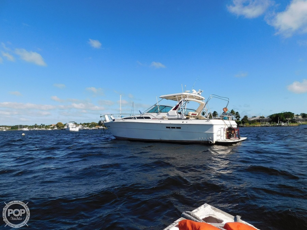 1985 Sea Ray boat for sale, model of the boat is 390 Express Cruiser & Image # 9 of 40