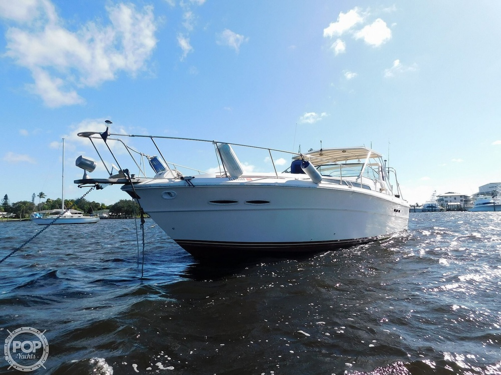 1985 Sea Ray boat for sale, model of the boat is 390 Express Cruiser & Image # 15 of 40