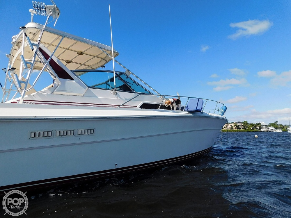 1985 Sea Ray boat for sale, model of the boat is 390 Express Cruiser & Image # 22 of 40