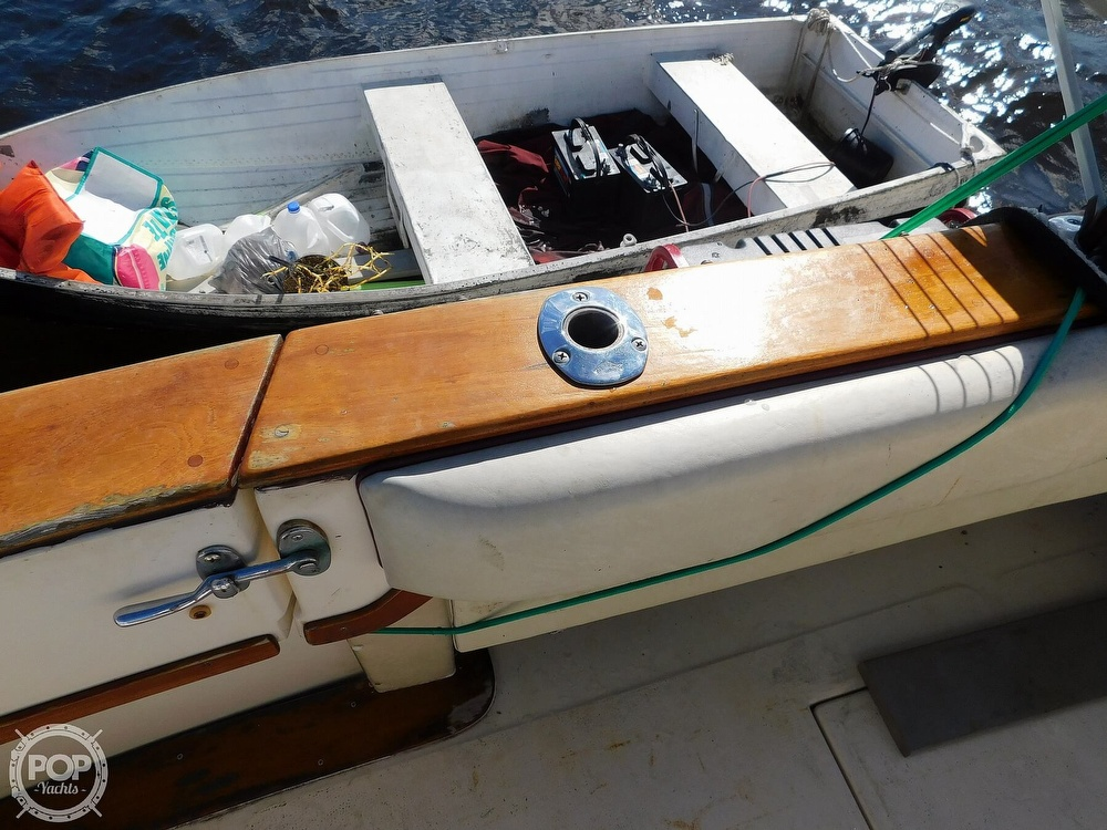 1985 Sea Ray boat for sale, model of the boat is 390 Express Cruiser & Image # 26 of 40