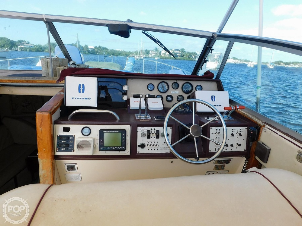 1985 Sea Ray boat for sale, model of the boat is 390 Express Cruiser & Image # 27 of 40