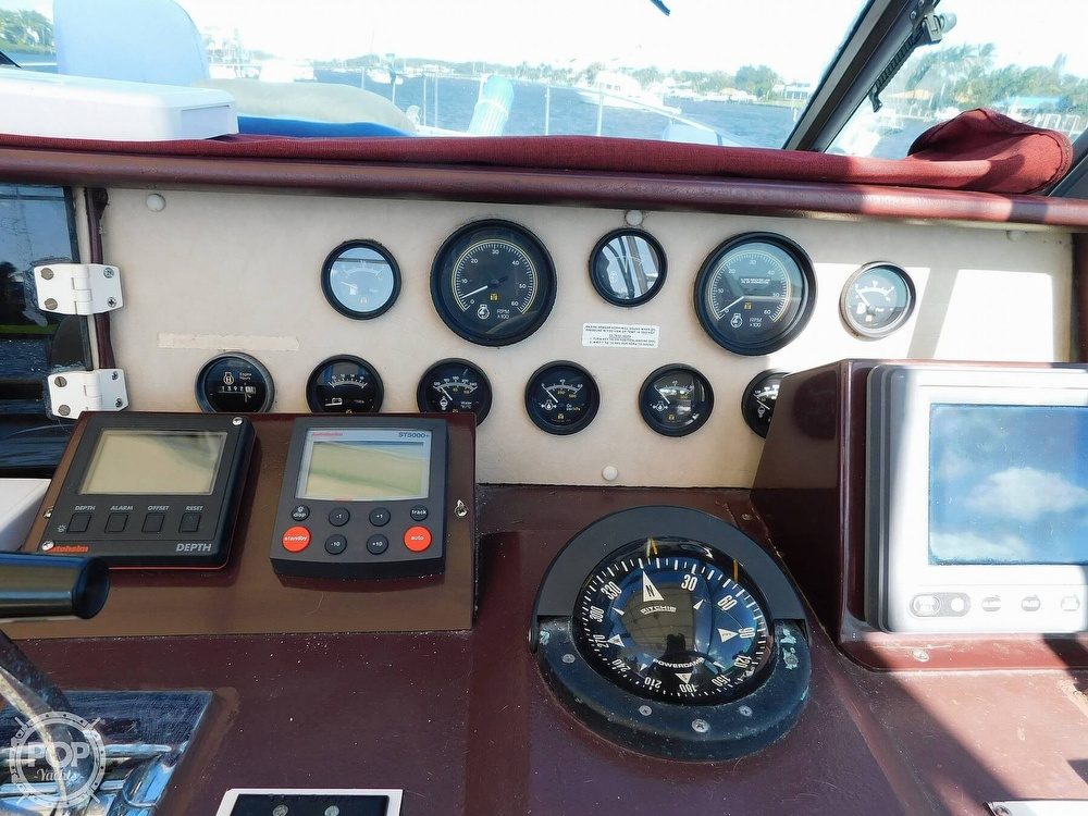 1985 Sea Ray boat for sale, model of the boat is 390 Express Cruiser & Image # 33 of 40