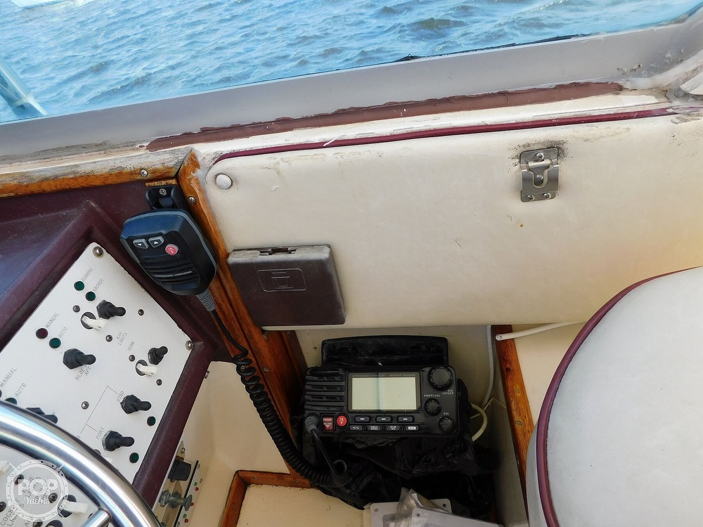1985 Sea Ray boat for sale, model of the boat is 390 Express Cruiser & Image # 36 of 40