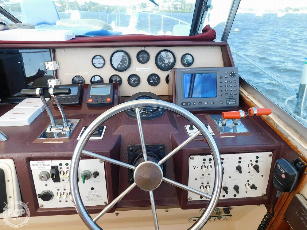 1985 Sea Ray boat for sale, model of the boat is 390 Express Cruiser & Image # 2 of 40