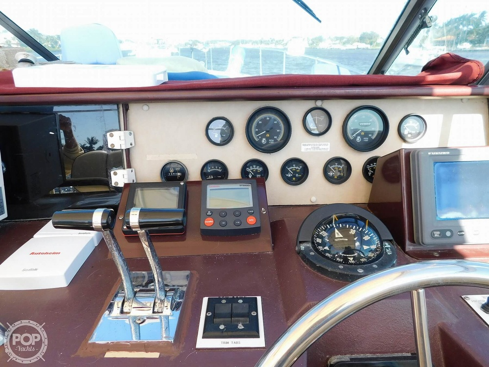 1985 Sea Ray boat for sale, model of the boat is 390 Express Cruiser & Image # 38 of 40