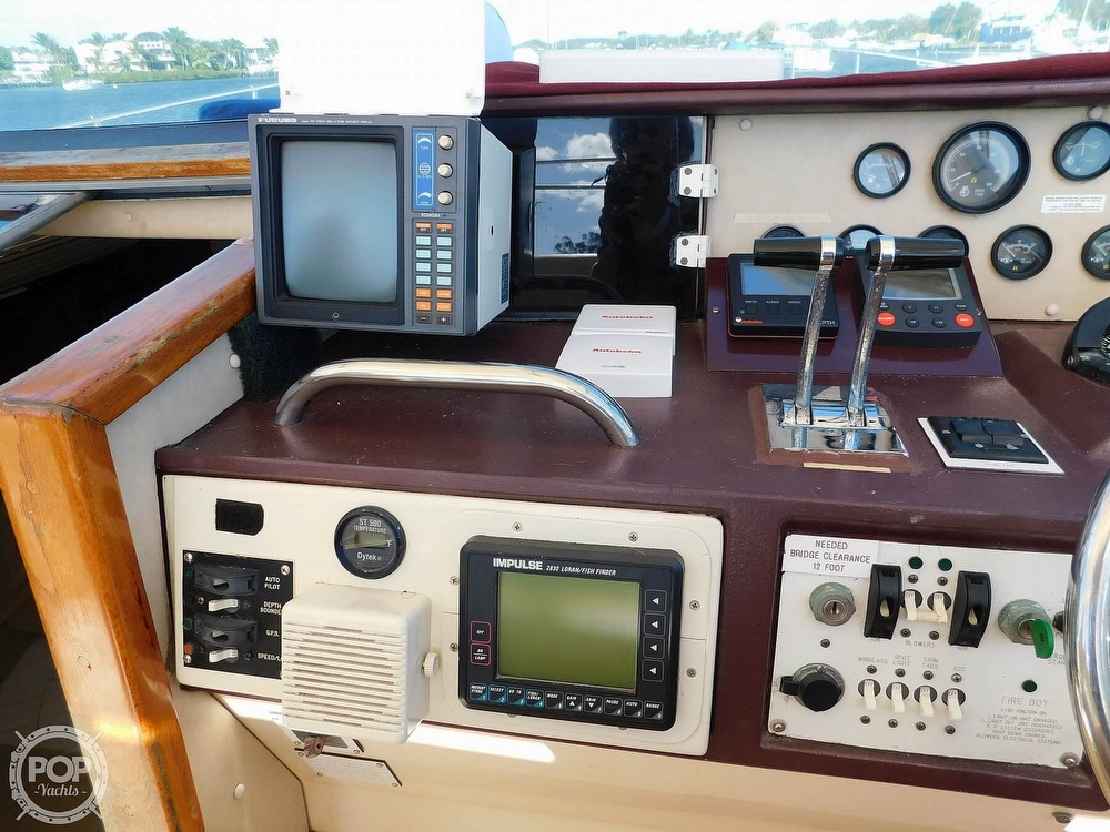 1985 Sea Ray boat for sale, model of the boat is 390 Express Cruiser & Image # 39 of 40